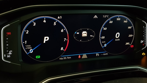VW Polo VI AW Active info Display in blau